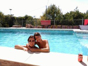 Olga & Kathi im Pool nahe Marbella