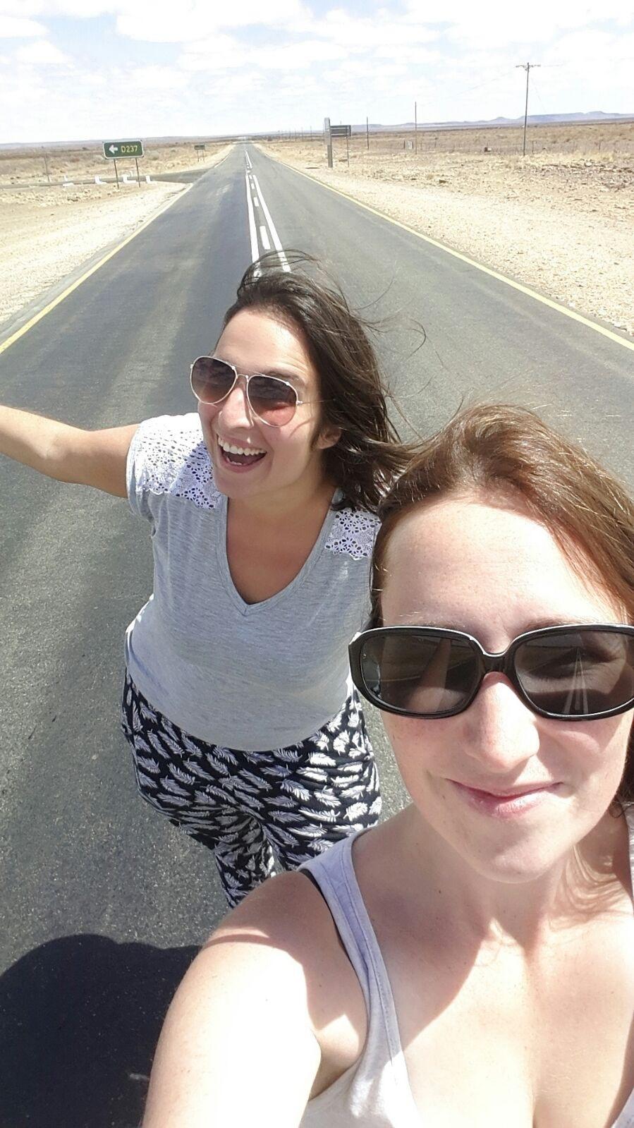 Wüsten-Selfie noch auf guten Straßen