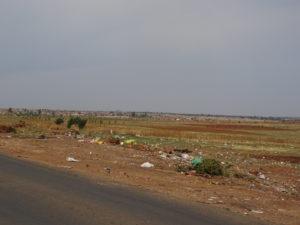 Typischer Straßenrand in Südafrika