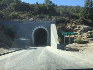 Tunnel in Chile: dunkel, nass, einspurig
