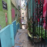 Dünne bunte Gassen in Valparaiso