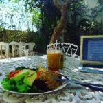 Remote Work und Mittagessen im Fruttis Café